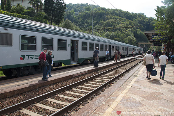 Mr & Mrs Romance - Lake Como - the train to Varenna