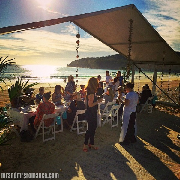 Mr & Mrs Romance - Insta diary - 1 breakfast on Noosa beach