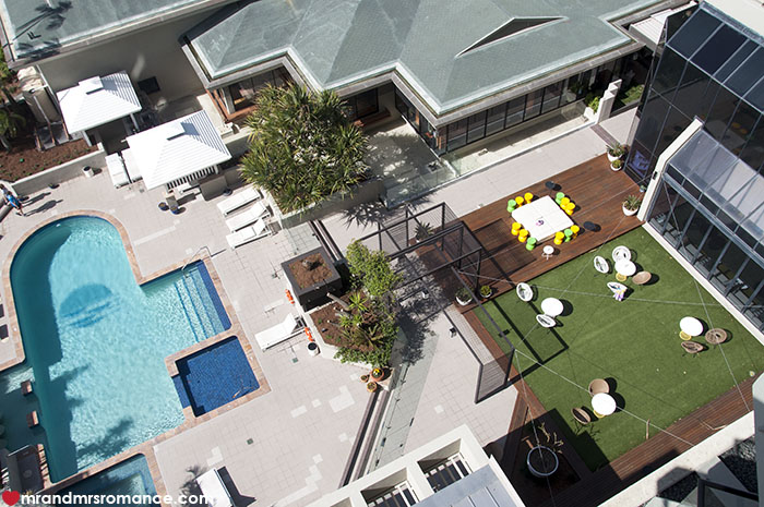 Mr and Mrs Romance - Pool and the lawn at QT Gold Coast
