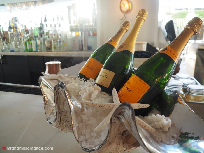 Mr & Mrs Romance - Champagne
