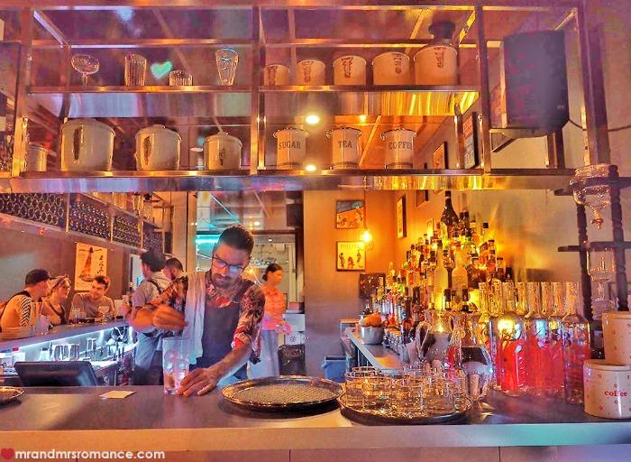 Mr & Mrs Romance - romantic bars - Easy Eight bar