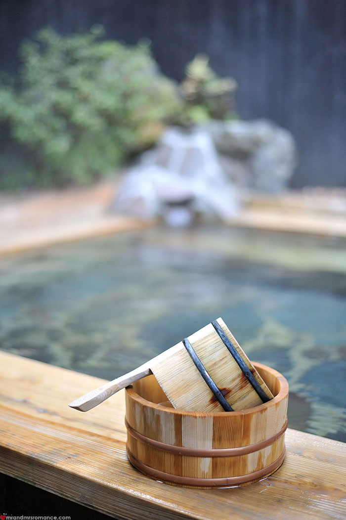 Mr and Mrs Romance - how to use onsen - 4 tub and bucket