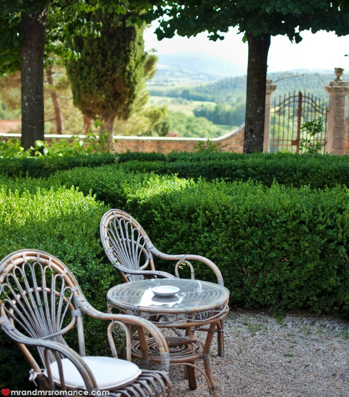 Mr & Mrs Romance - IG Edition - 51 Tuscan garden