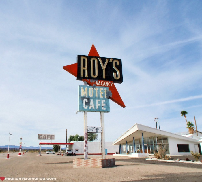 mr-mrs-romance-ig-edition-51-roys-motel-diner-route-66