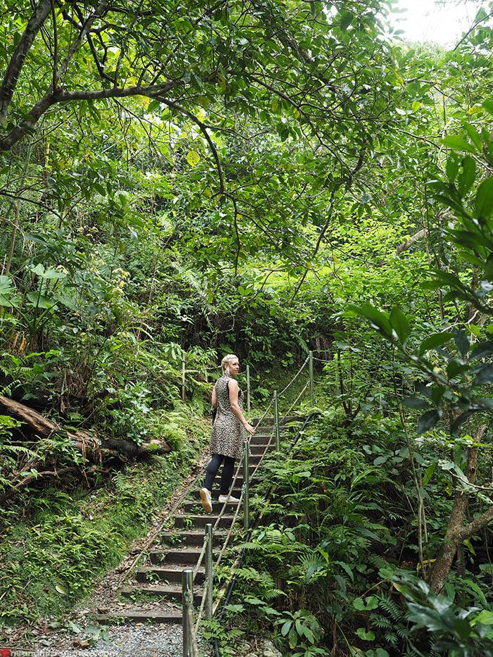 Mr & Mrs Romance - unusual things Okinawa - 9 Dai Sekirinzan steps