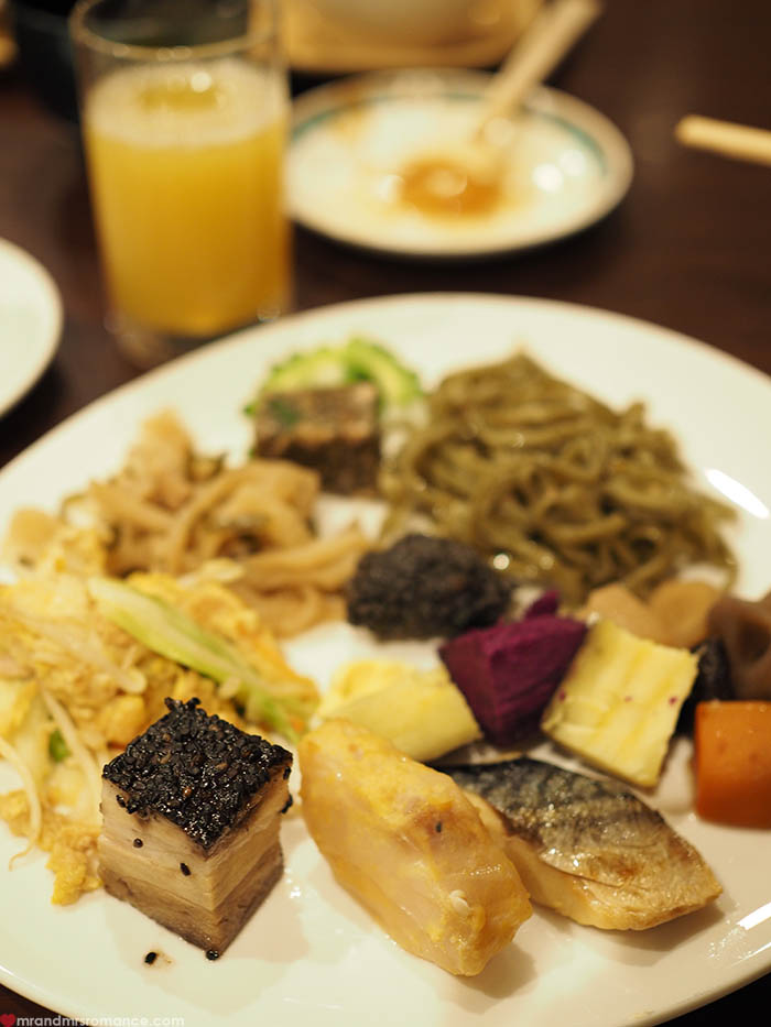 Mr and Mrs Romance - what to eat in Okinawa - Okuma resort breakfast