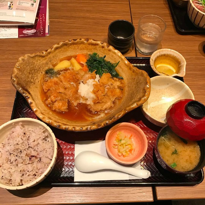 Mr & Mrs Romance - where locals eat in Okinawa - Ootoya