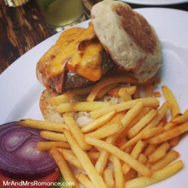 Mr & Mrs Romance - USA - 16 NYC our final burger