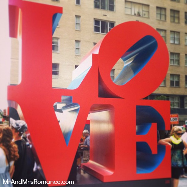 Mr & Mrs Romance - USA - 2 Love sign NYC