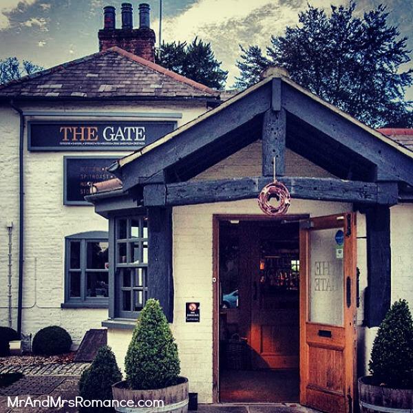 Mr & Mrs Romance - European Romance London - 25 MM19 The Gate pub