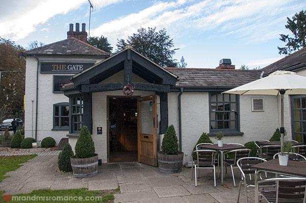 Mr and Mrs Romance - Friday Drinks at The Gate in Chorleywood