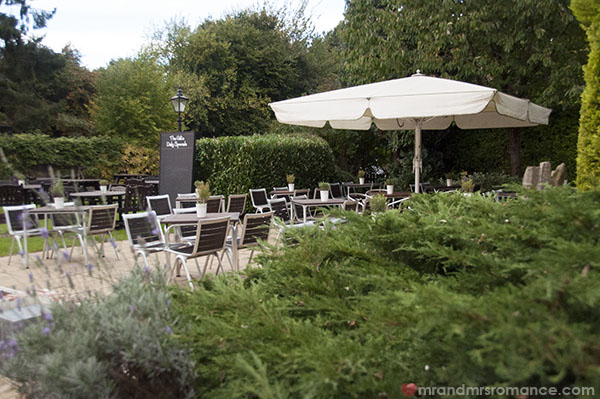 Mr and Mrs Romance - Garden at The Gate in Chorleywood
