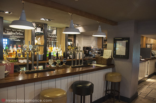 Mr and Mrs Romance - The bar at The Gate in Chorleywood