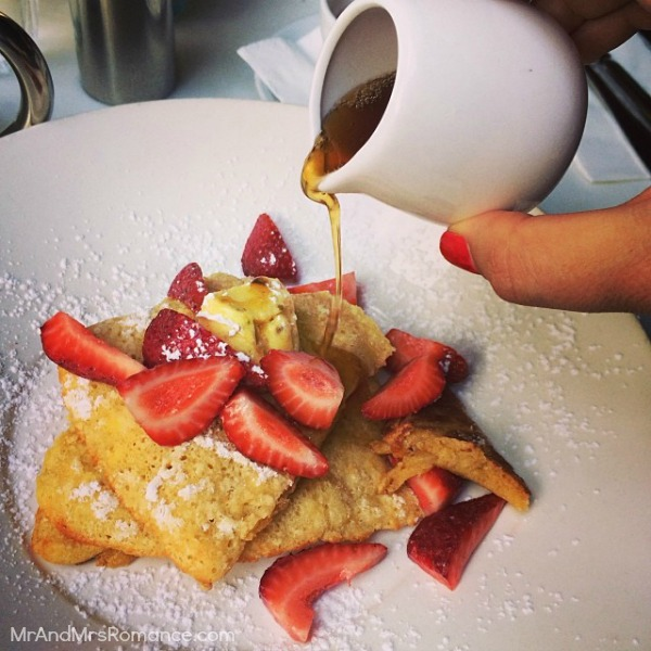 Mr & Mrs Romance - Insta diary - 1aHR1 Mrs R's breakfast of pancakes at Jackie's Cafe