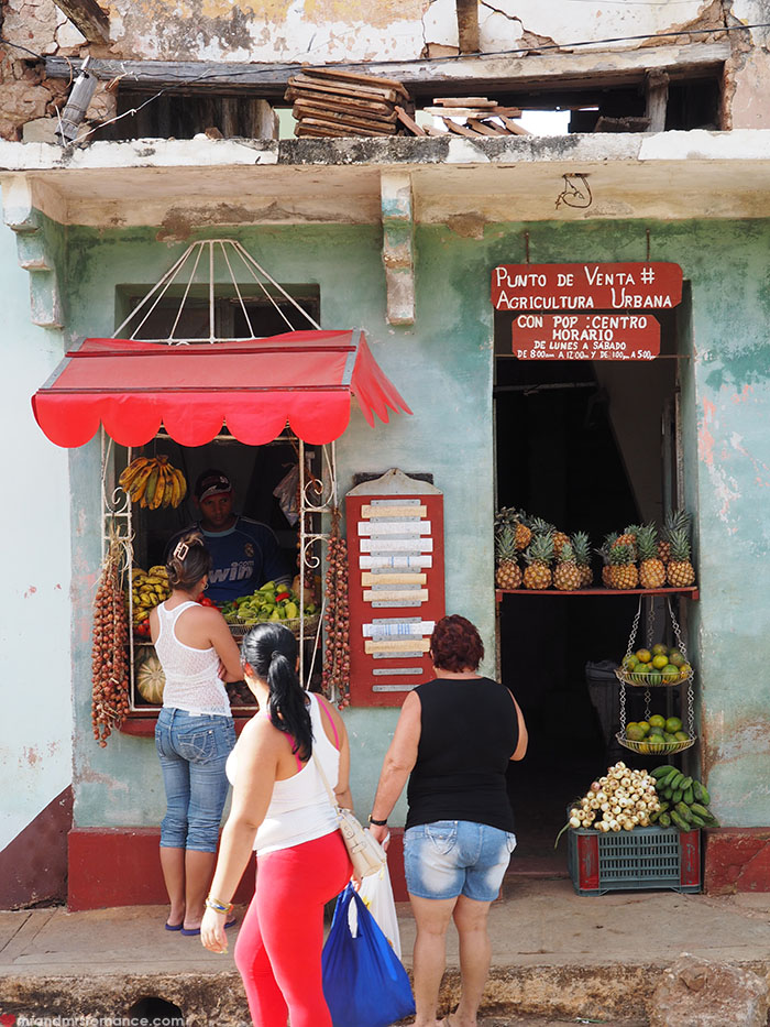 Mr & Mrs Romance - food in Cuba - greengrocers