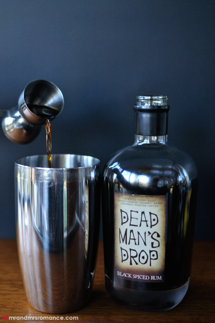 Mr & Mrs Romance - Dead Man's Drop - 8 pouring cocktail
