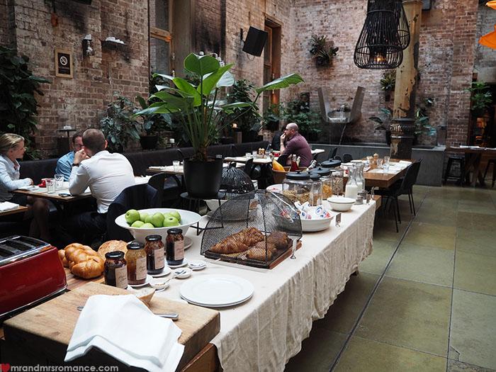 Mr-Mrs-Romance-Establishment-Hotel-11-breakfast-2.jpg