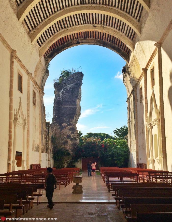 Mr & Mrs Romance - Mayan tour - 23 church