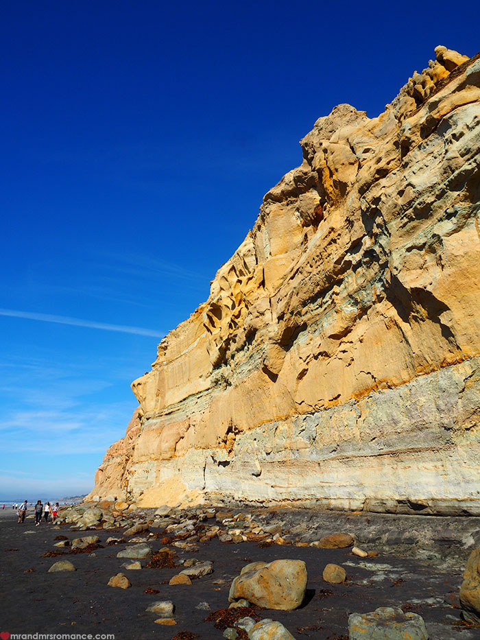 Mr-and-Mrs-Romance-Hiking-in-Torrey-Pines-San-Diego-10-looming-cliffs.jpg