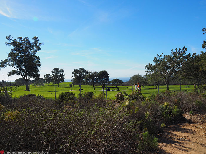 Mr-and-Mrs-Romance-Hiking-in-Torrey-Pines-San-Diego-6-golf-course.jpg