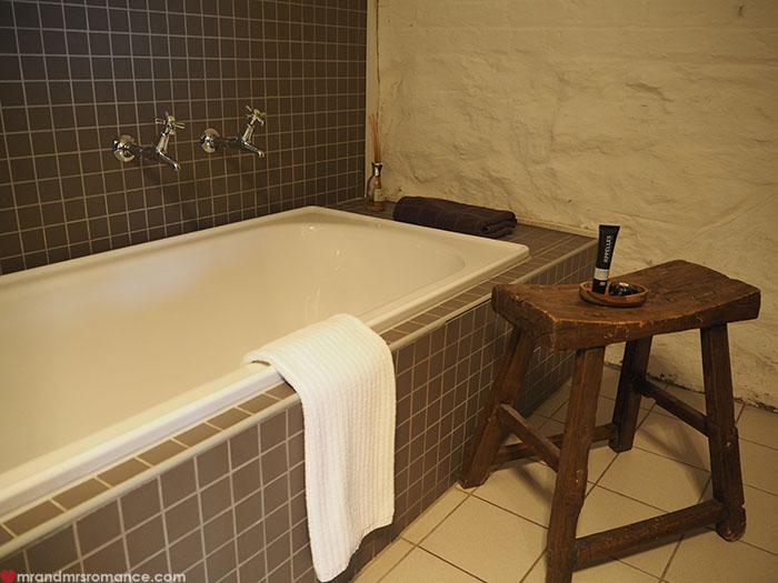 Mr & Mrs Romance - Spirit of Tasmania - @VDL bathroom