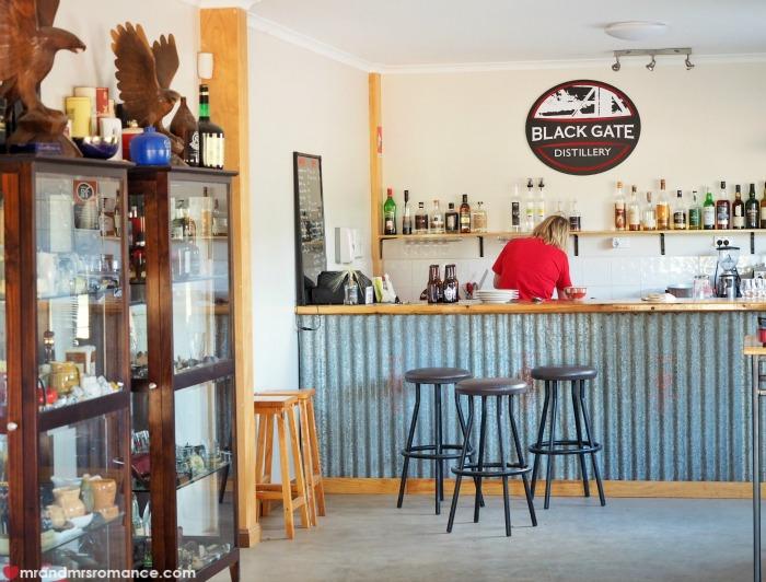 Mr & Mrs Romance - Black Gate - the bar