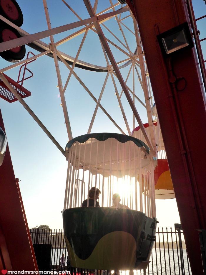 Mr & Mrs Romance - Ferris wheel dining - ferris wheel carriage