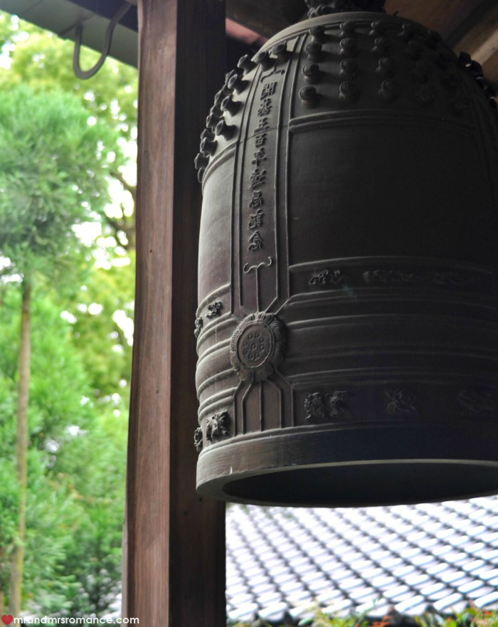 Mr & Mrs Romance - Kyoto temples - temple bell 2