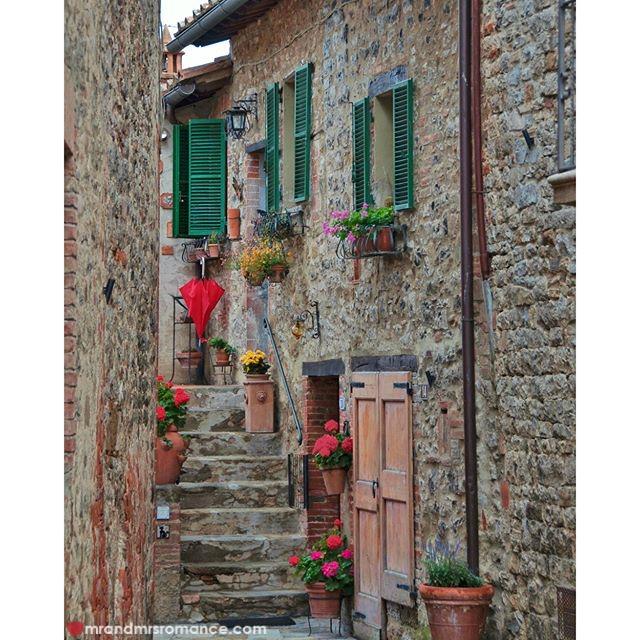Mr & Mrs Romance - Insta Diary - 51 Italy backstreets