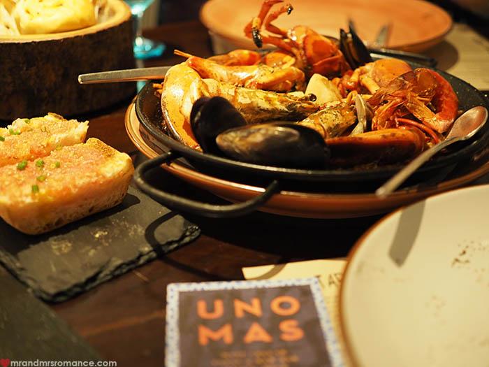 Mr & Mrs Romance - Uno Mas Bangkok - paella and bruschetta