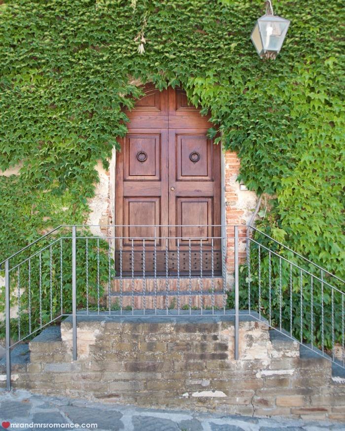 Mr & Mrs Romance - IG Edition - 4 Tuscany doorway