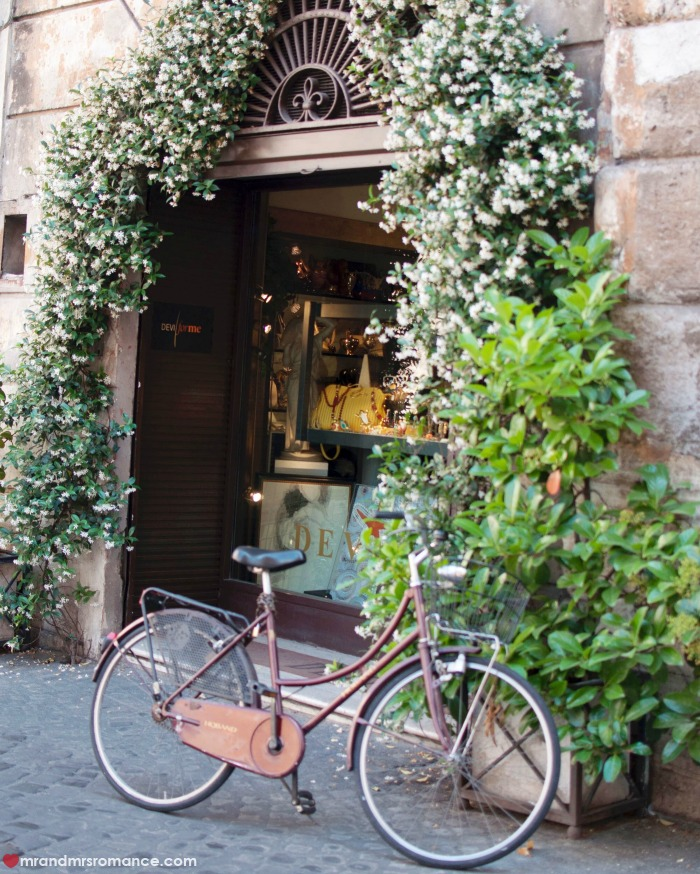 Mr & Mrs Romance - IG Edition - 6 antiques shop in Rome
