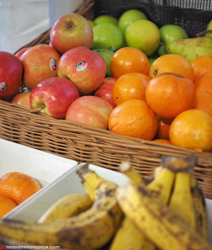 Mr & Mrs Romance - Cirque du Soleil Kooza - fruit