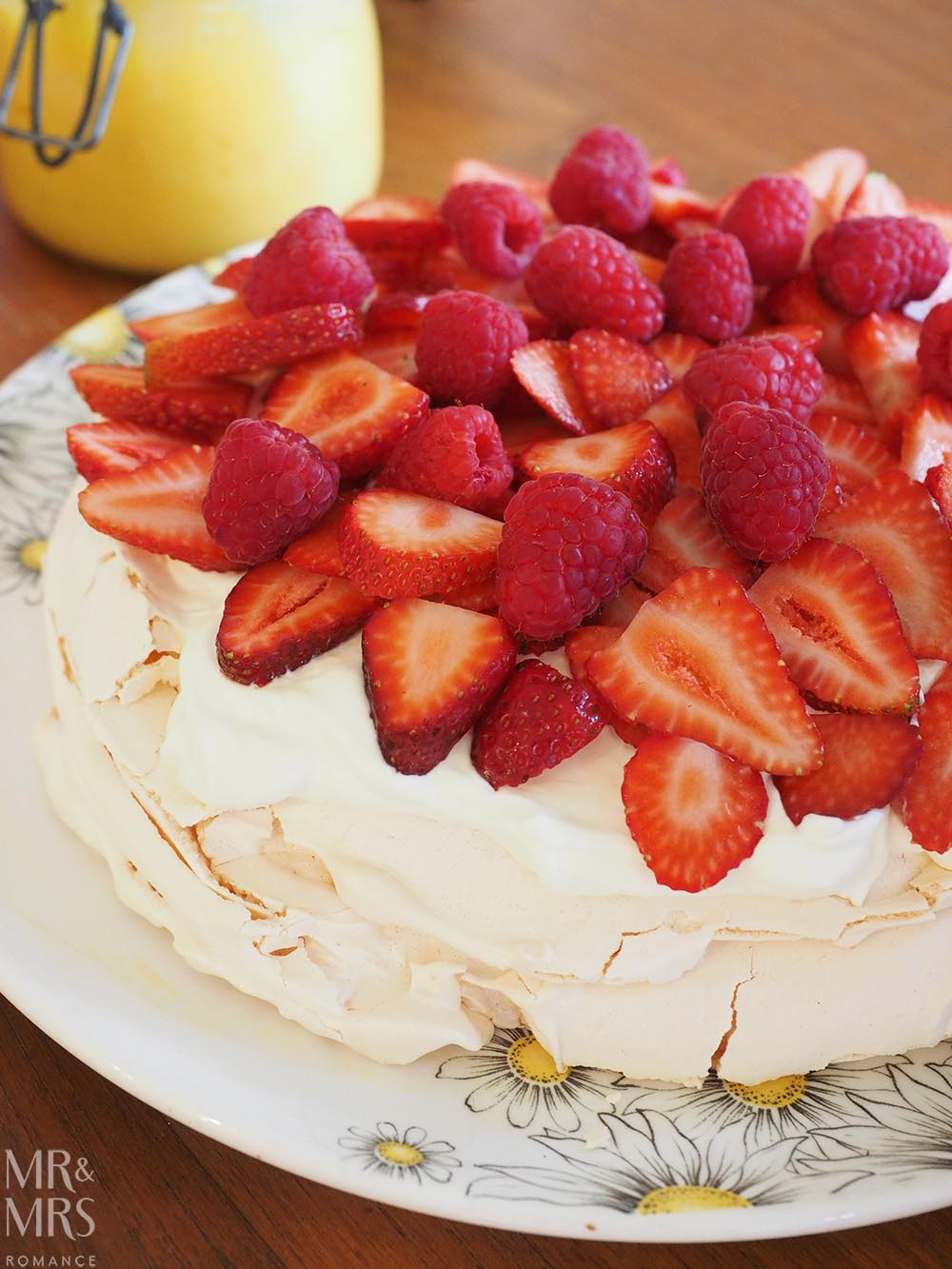 Easy pavlova recipe - pav and strawberries