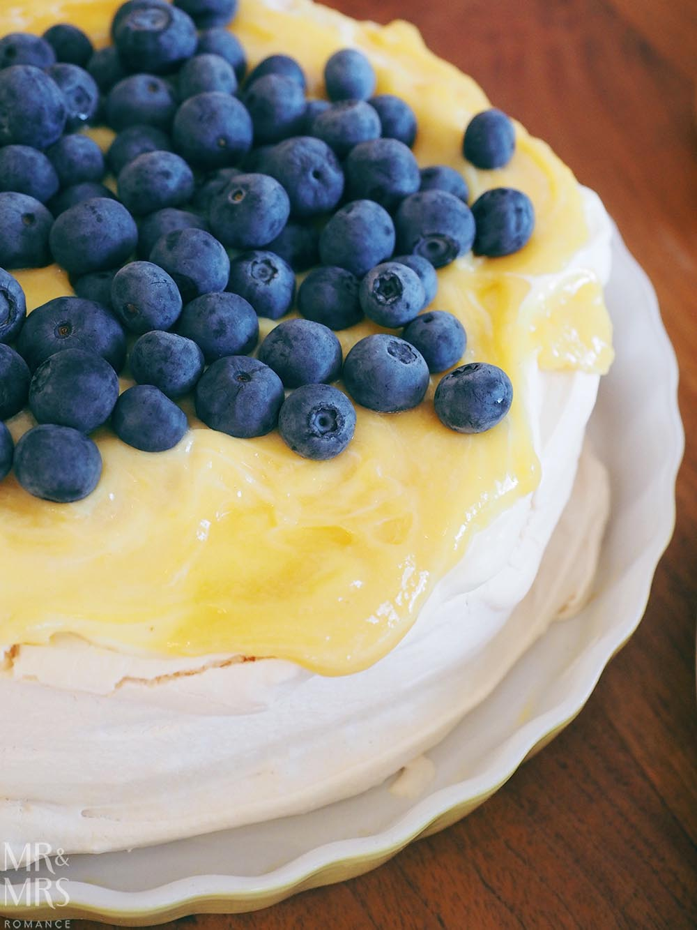 Pavlova recipe - pavlova and lemon curd