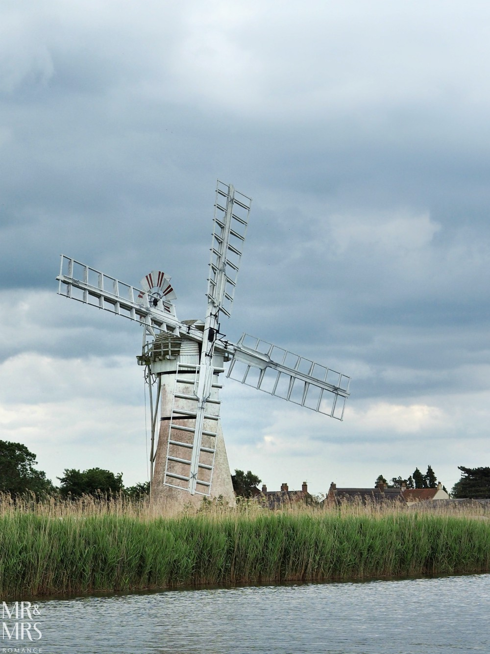 Boating holidays England - Norfolk Broads boat hire. Windmill
