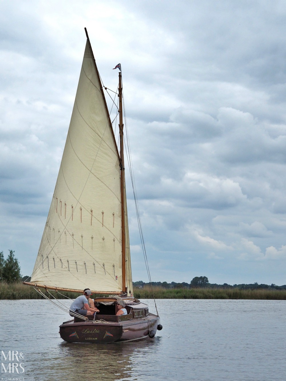 Boating holidays England - Norfolk Broads boat hire. Sailing boat
