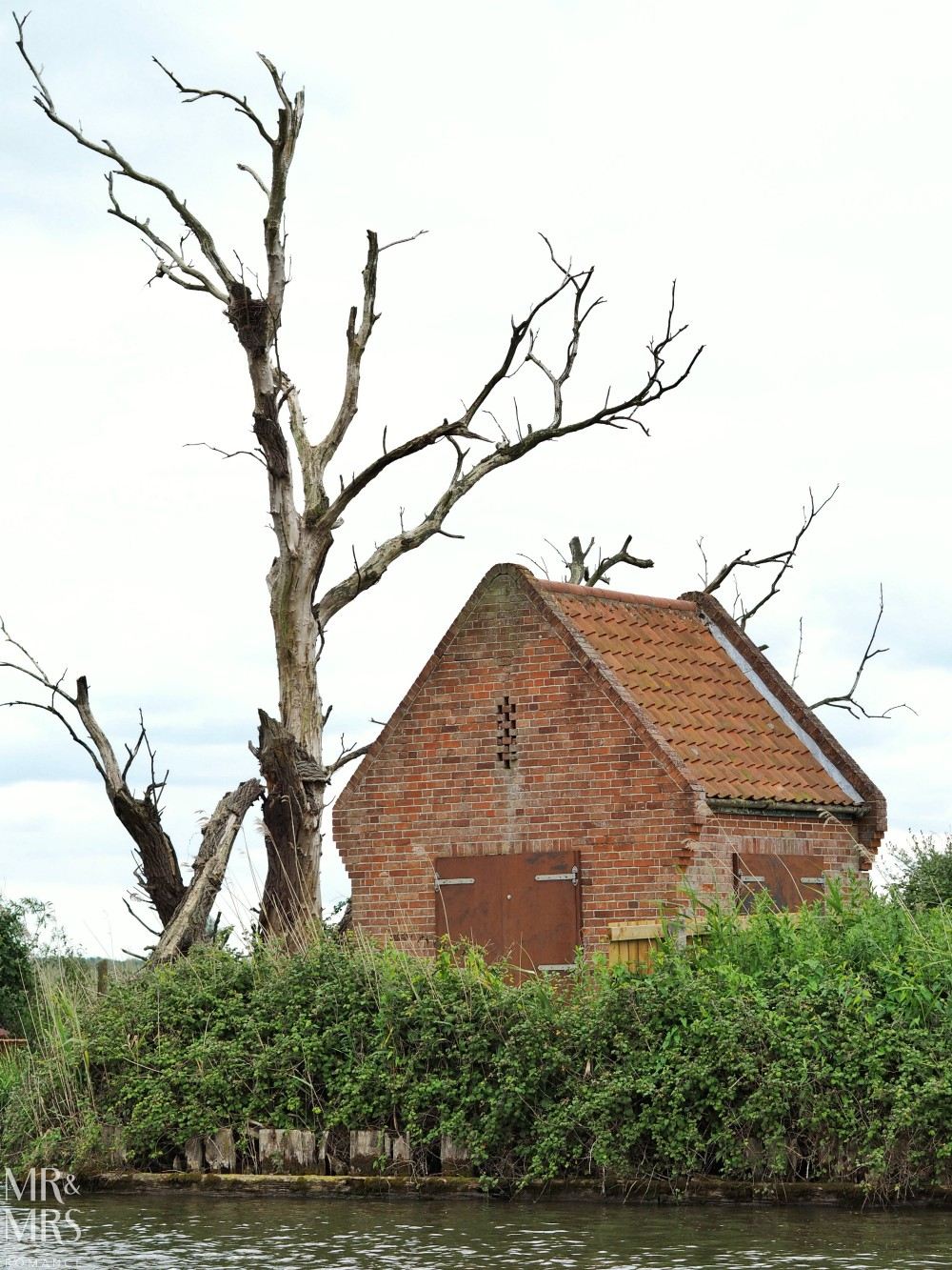 Boating holidays England - Norfolk Broads boat hire. Old hut