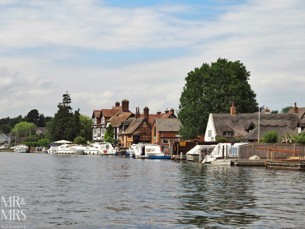 Boating holidays England - Norfolk Broads boat hire. Riverside village
