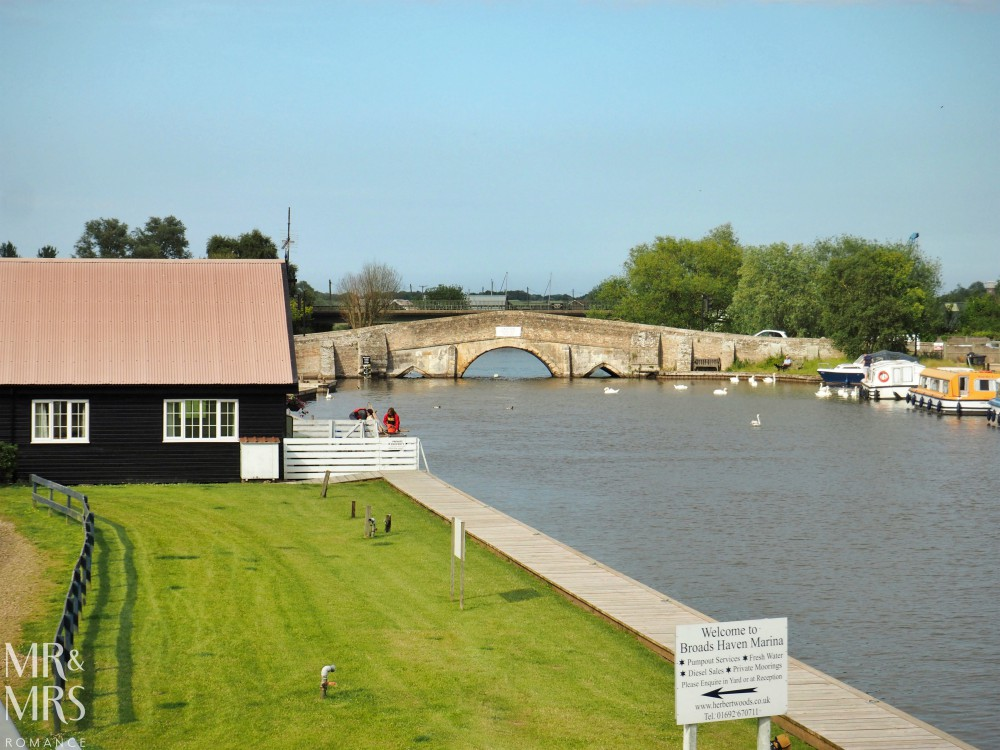 Boating holidays England - Norfolk Broads boat hire. Potter Heigham bridge
