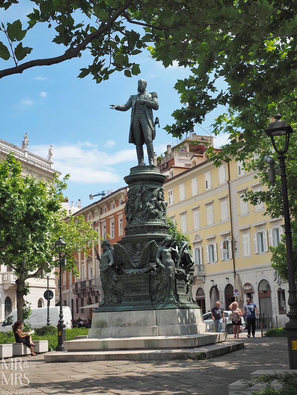 Trieste guide - statue