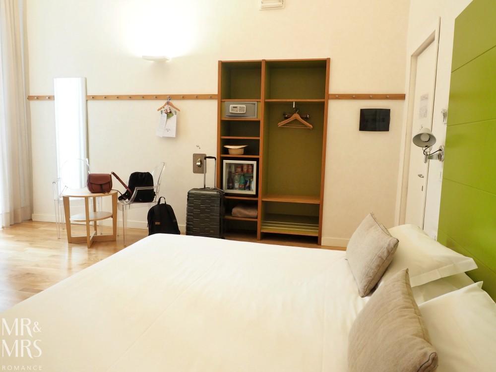 Hotel Piazza Bellini - bedroom furniture