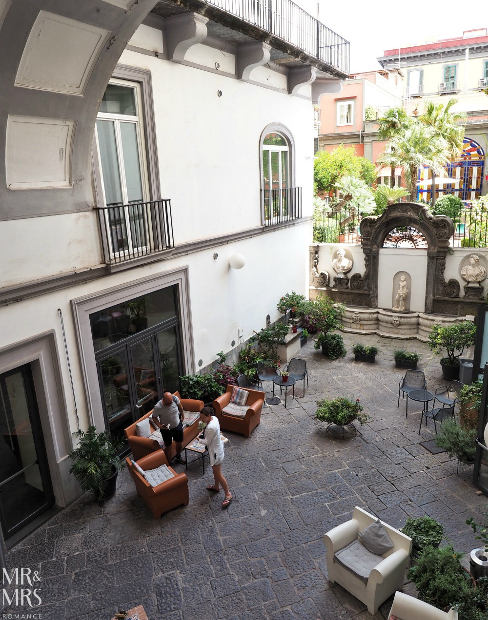 Hotel Piazza Bellini courtyard
