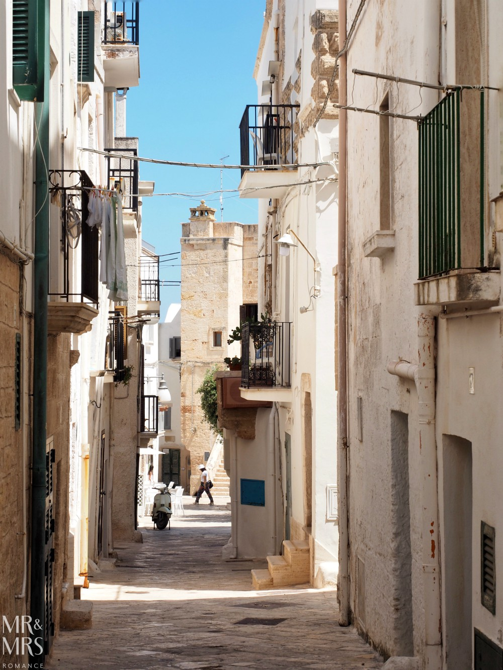 How to travel around Puglia - Polignano a Mare streets