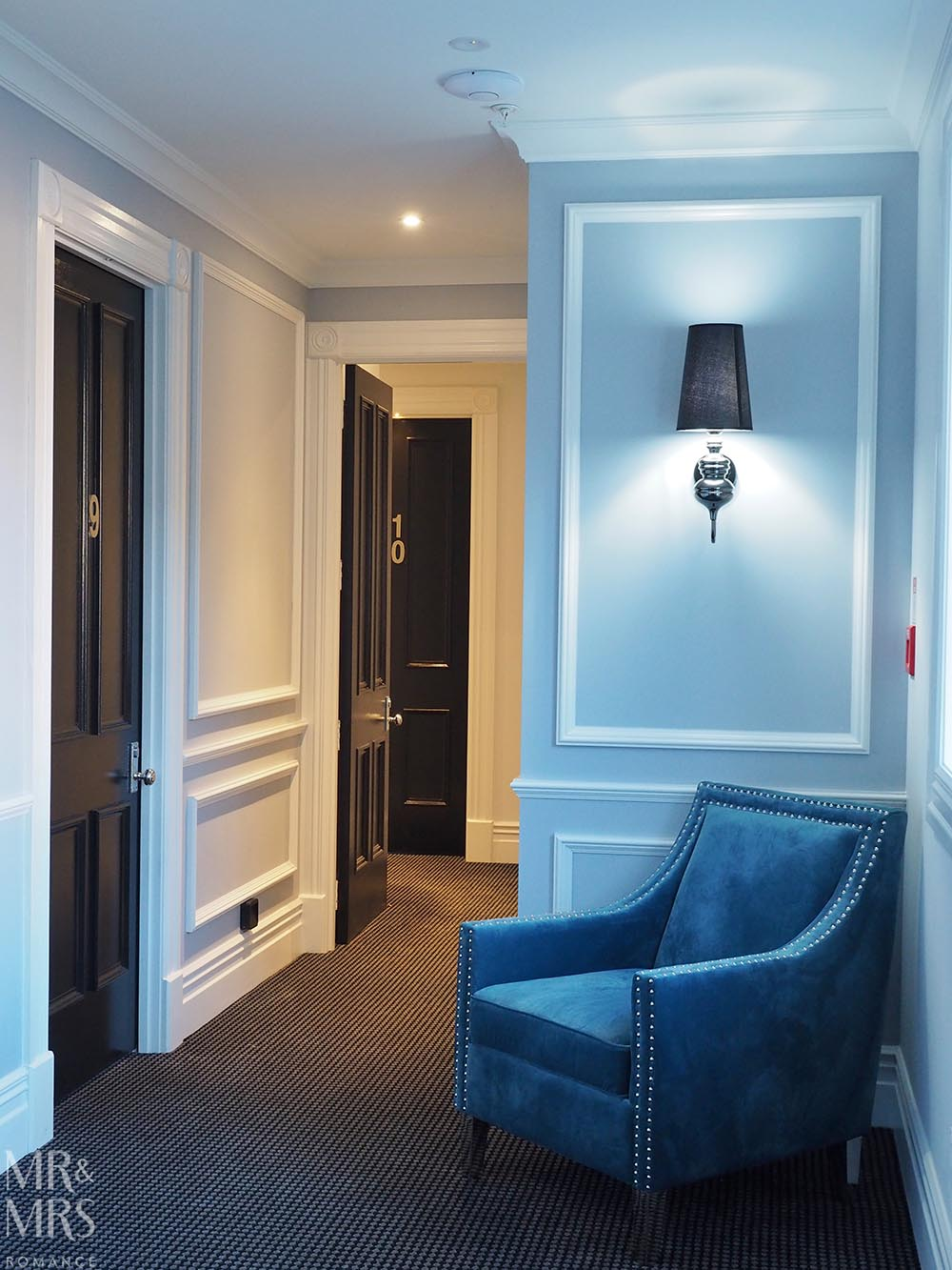 Henley Hotel - blue coridor