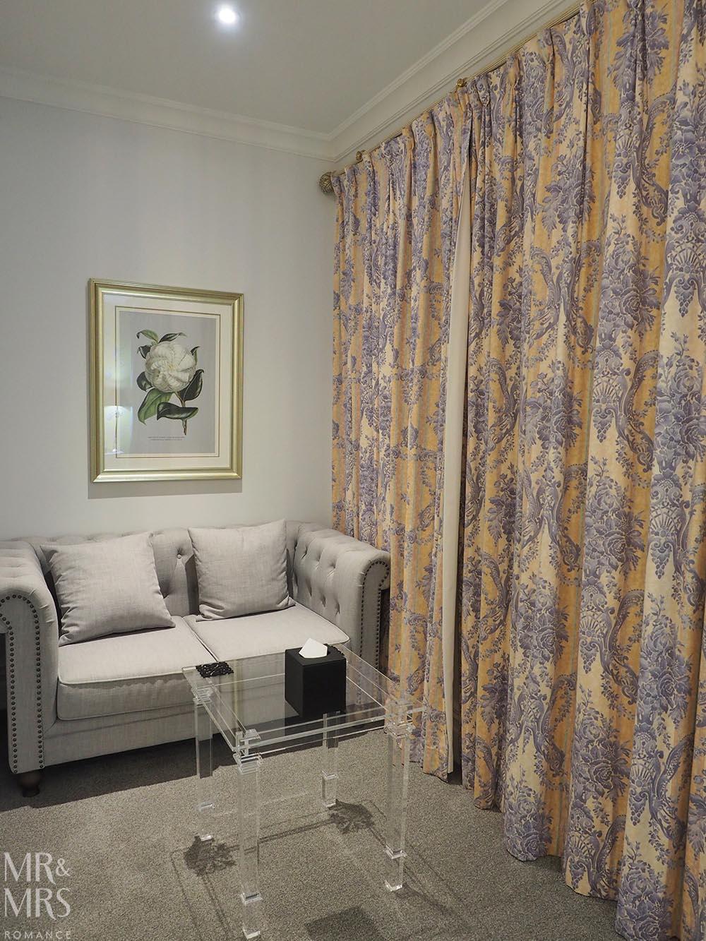 Henley Hotel - bedroom lounge