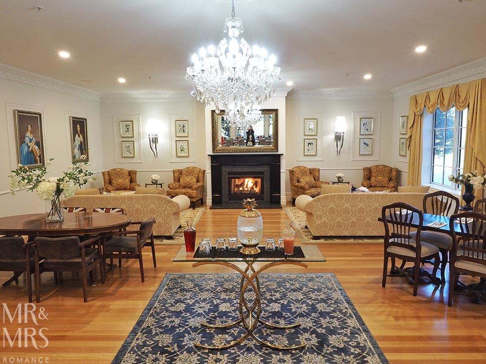 Henley Hotel - living room