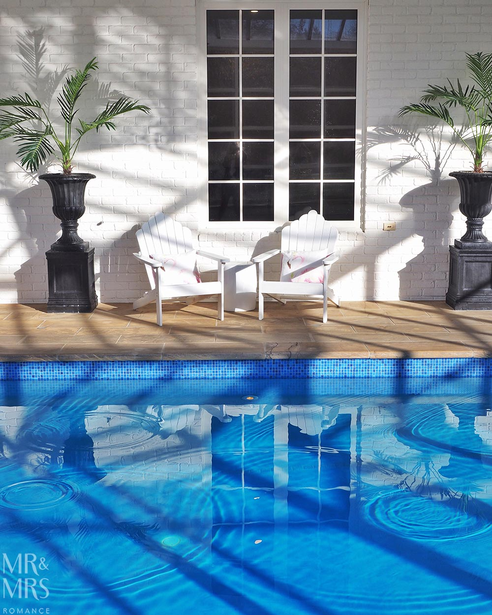 Henley Hotel - pool and loungers