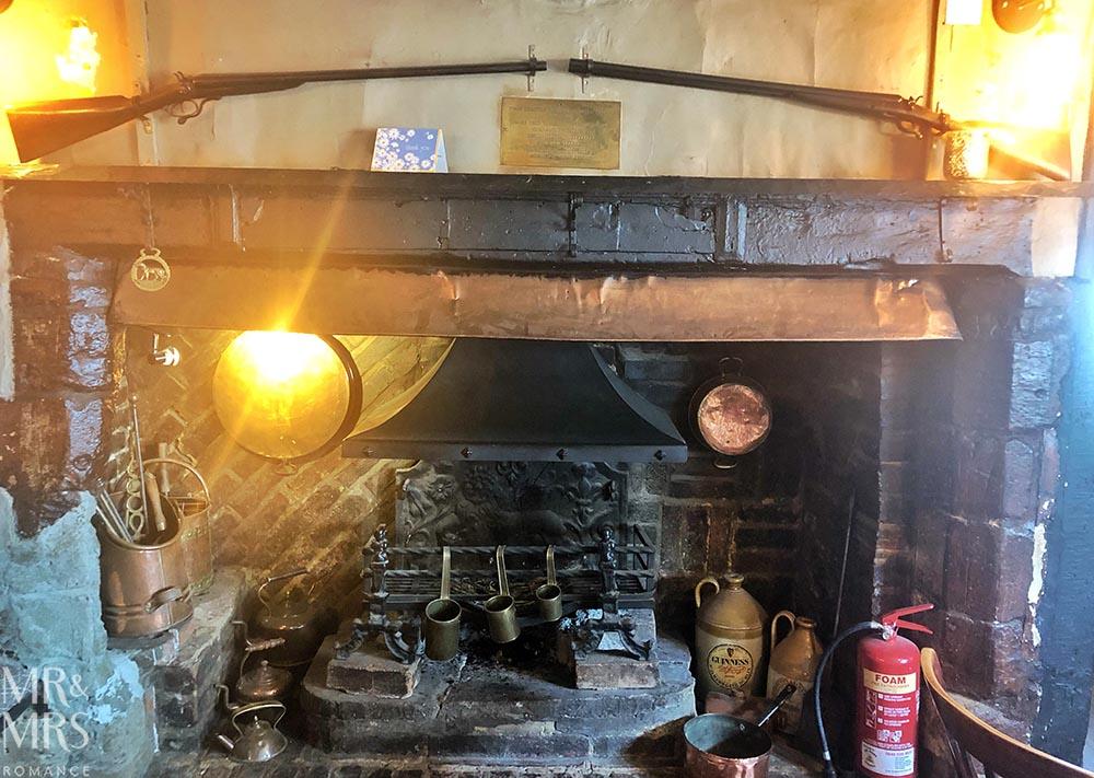 Six Bells pub, St Albans - fireplace