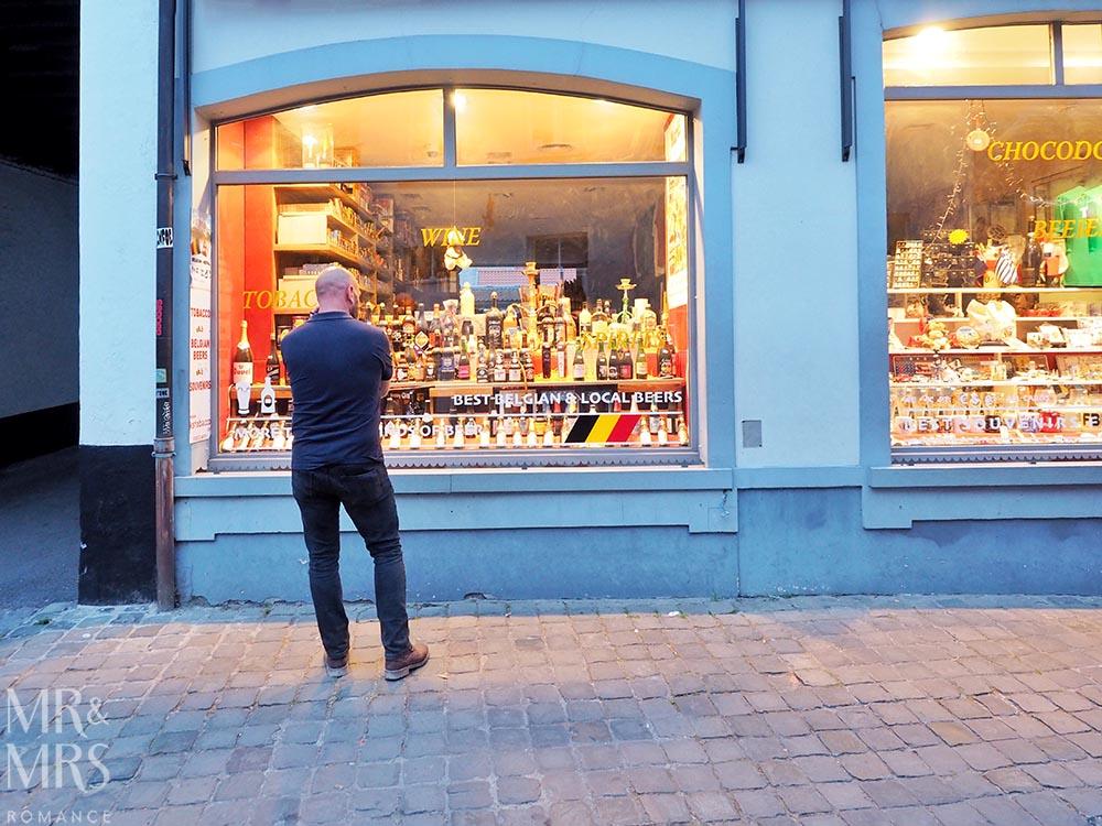 Where to drink in Bruges - Belgian beers = beer shop